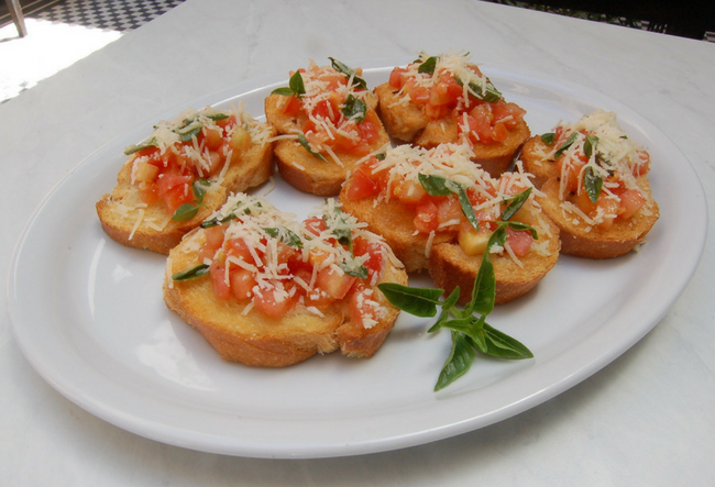 brushetta with tomato toppings