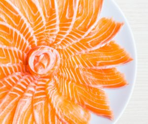 How to fillet a salmon fish?